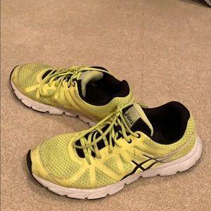 Yellow/black Gel-Centauri ASICS shoes. Size: 9.5